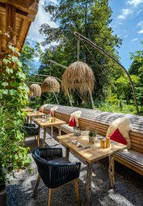 Naturterrasse im Holzhotel Garmisch